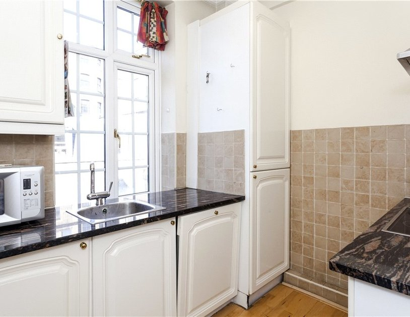 Apartment to rent in Hallam Street view4