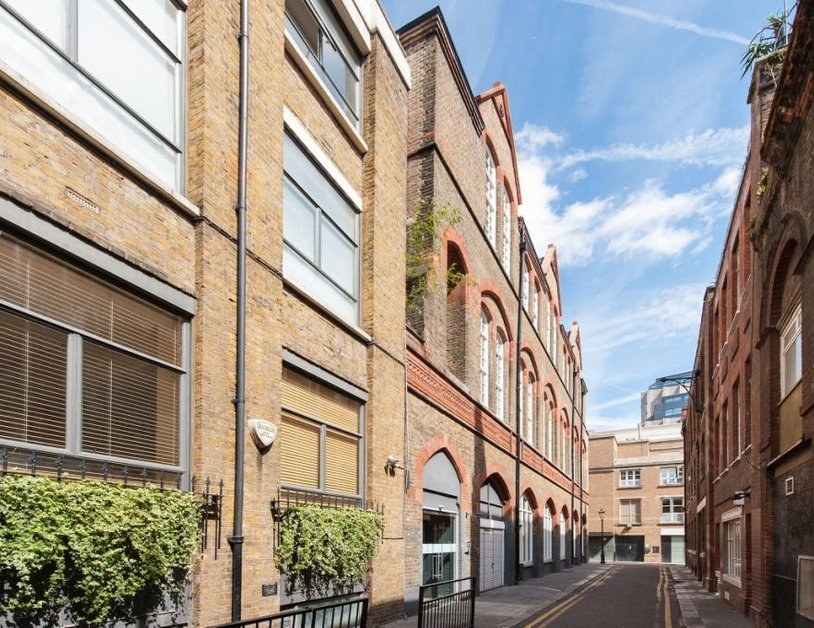 Duplex to rent in Hanway Place view10