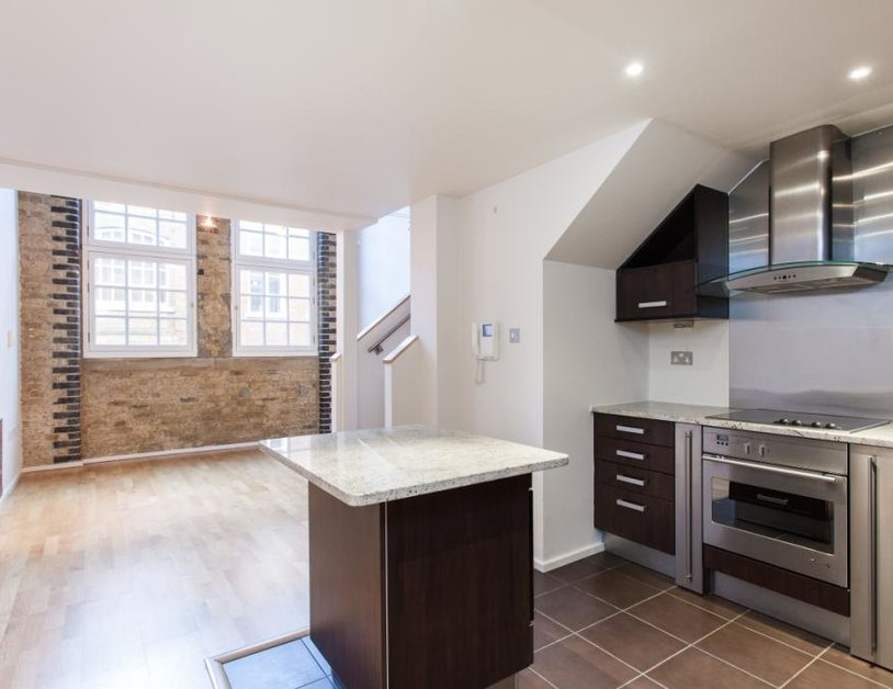 Duplex to rent in Hanway Place view3