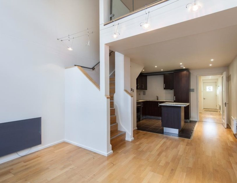 Duplex to rent in Hanway Place view4