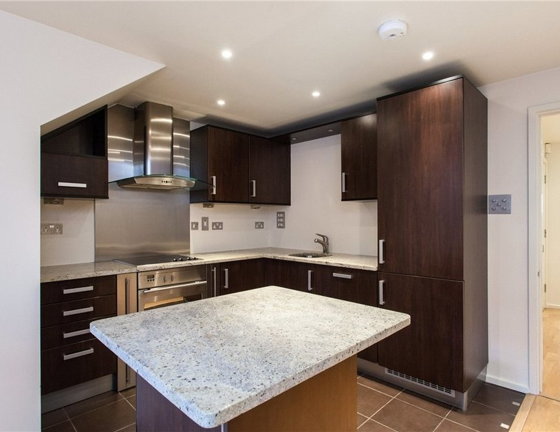 Duplex to rent in Hanway Place view2