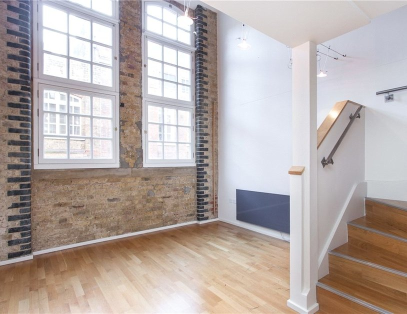 Duplex to rent in Hanway Place view9