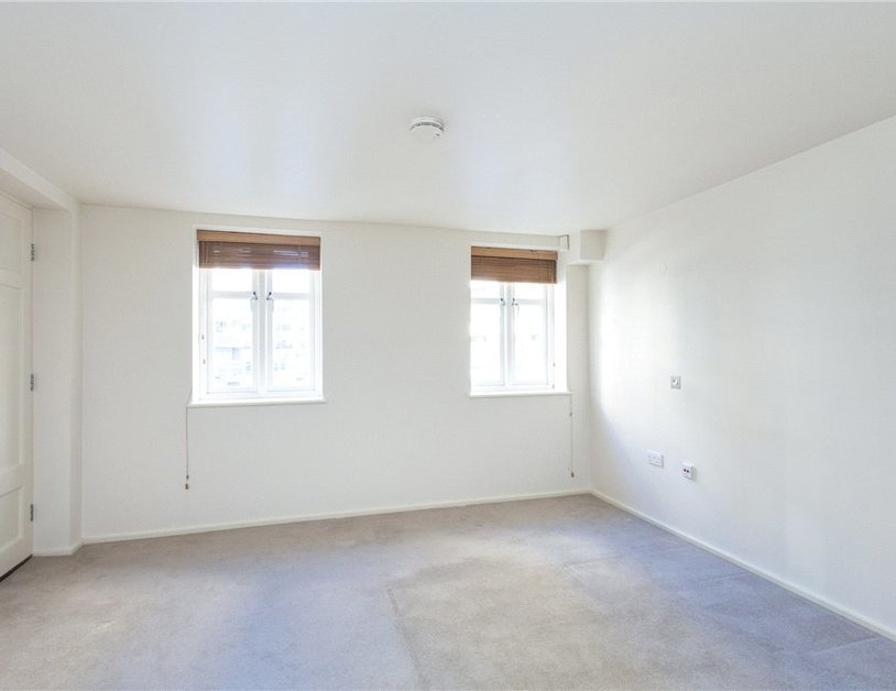 Duplex to rent in Hanway Place view5