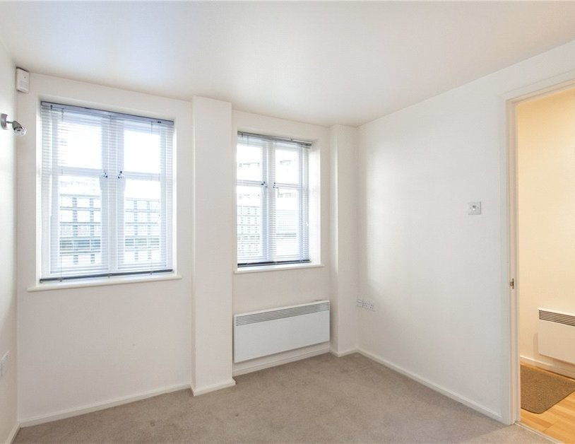 Duplex to rent in Hanway Place view6