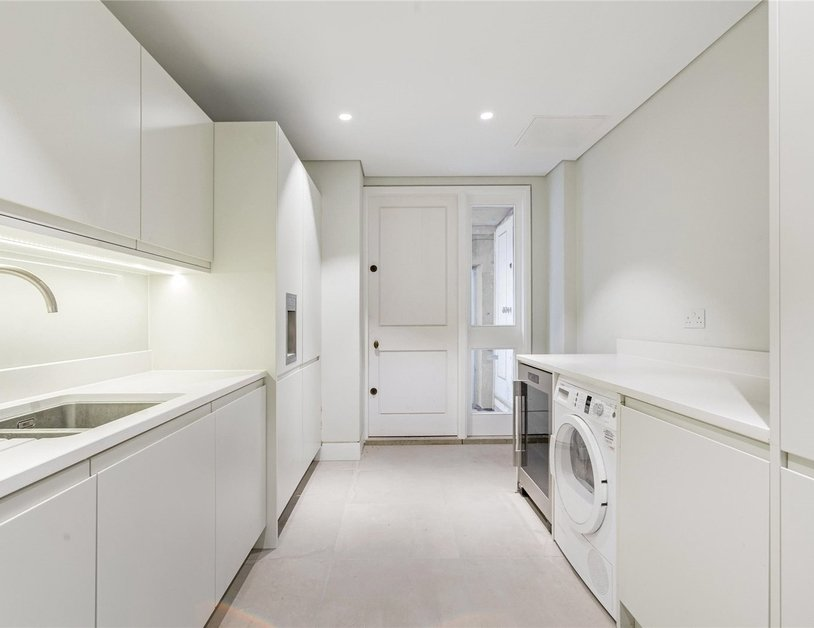 Apartment to rent in Harley Street view12