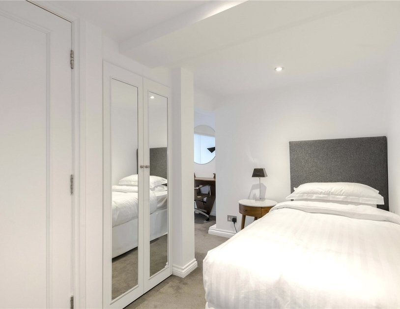 Apartment to rent in Hyde Park Gardens view10