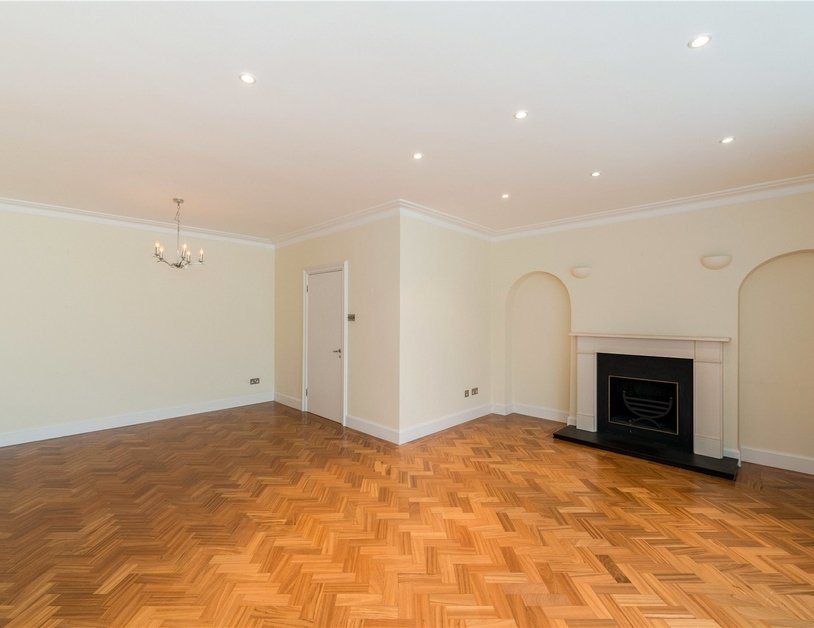 House to rent in Hyde Park Square view2