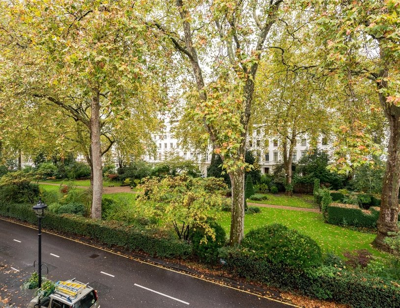 House to rent in Hyde Park Square view1