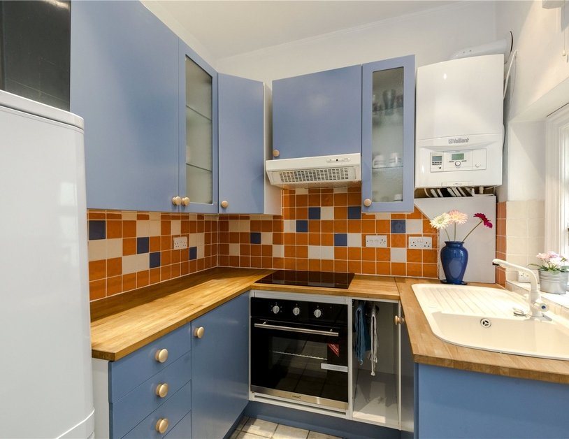Apartment to rent in Kendal Street view10