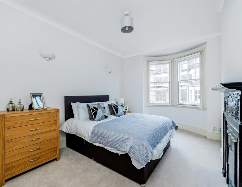Apartment to rent in Marylebone High Street view8