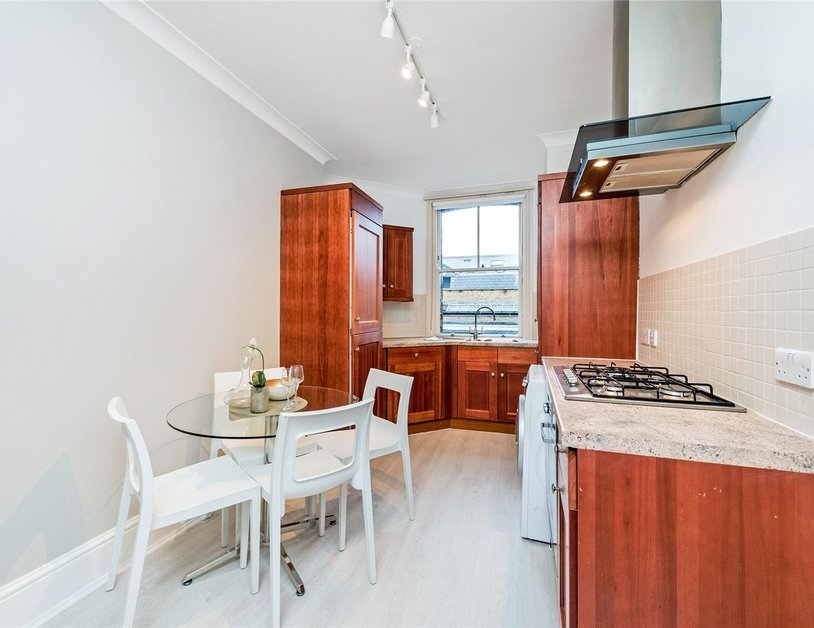 Apartment to rent in Marylebone High Street view6
