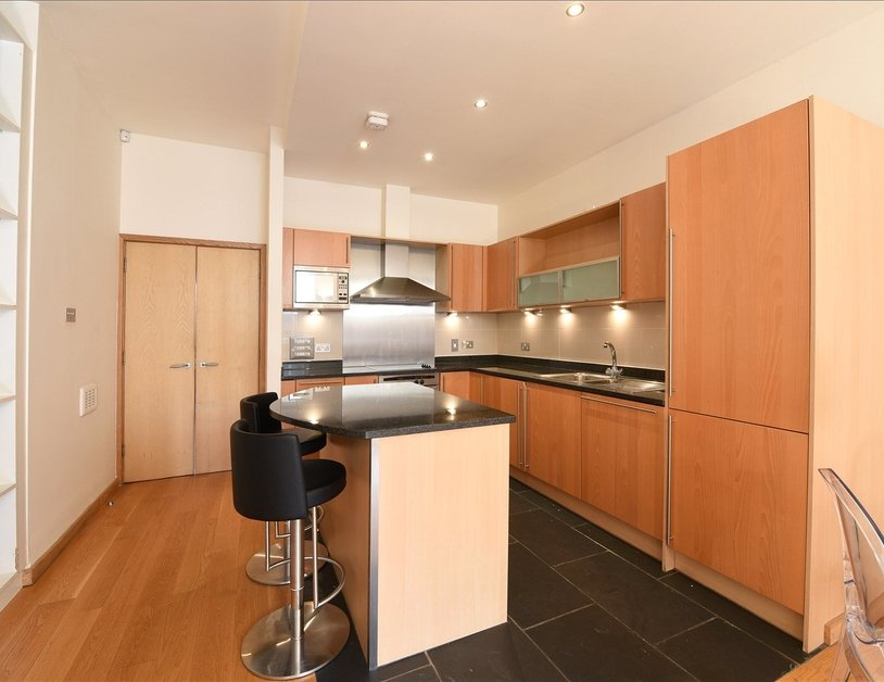 Apartment to rent in Marylebone High Street view3