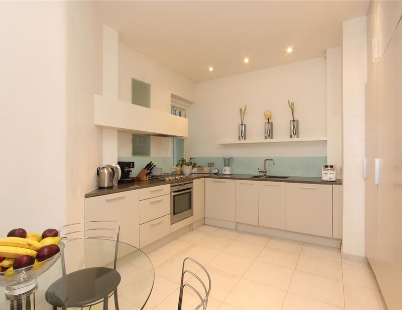 Apartment to rent in Montagu Mansions view2
