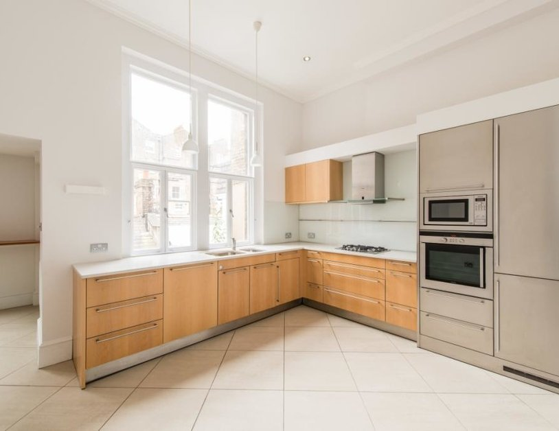 Duplex to rent in Montagu Square view3