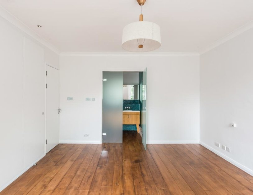 Duplex to rent in Montagu Square view10