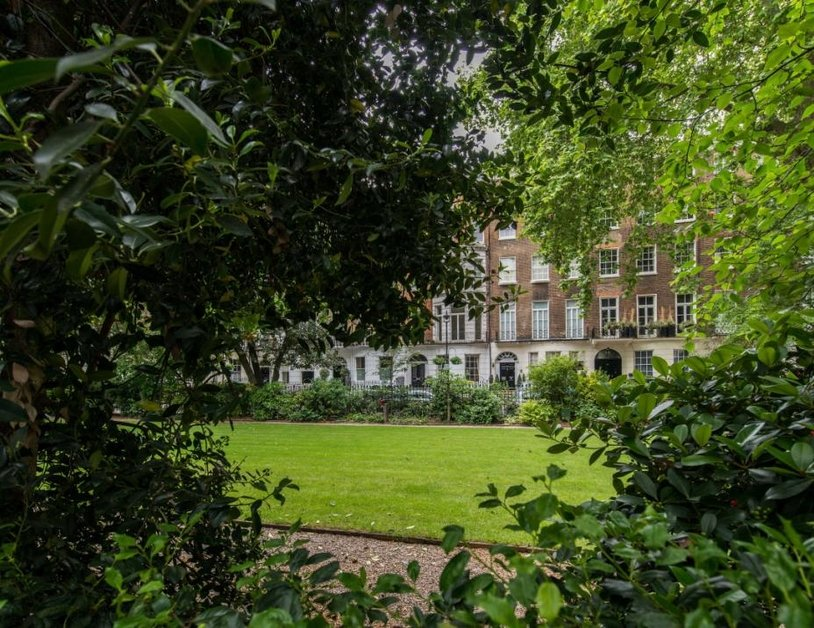 Duplex to rent in Montagu Square view15