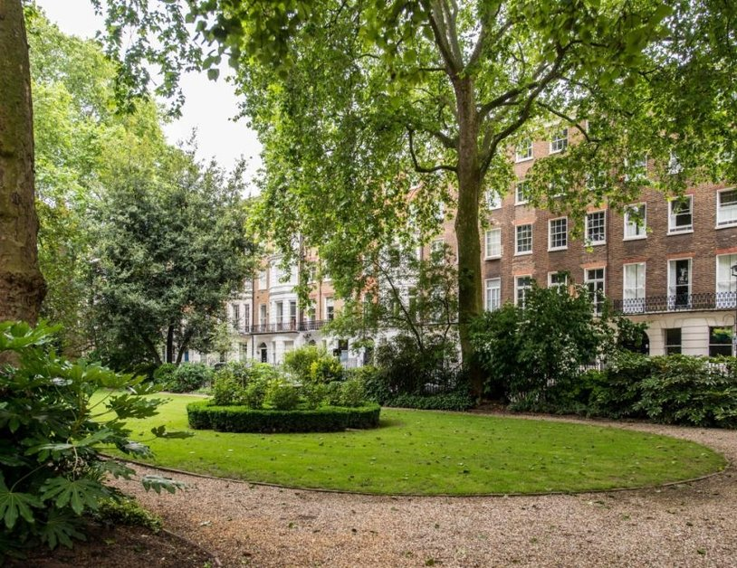 Duplex to rent in Montagu Square view16