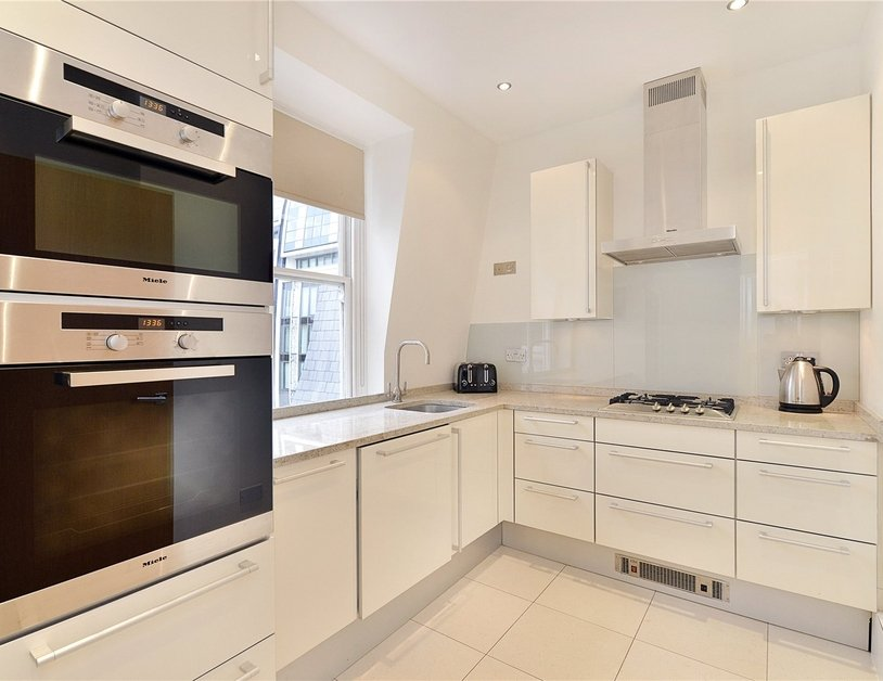 Apartment to rent in North Audley Street view2