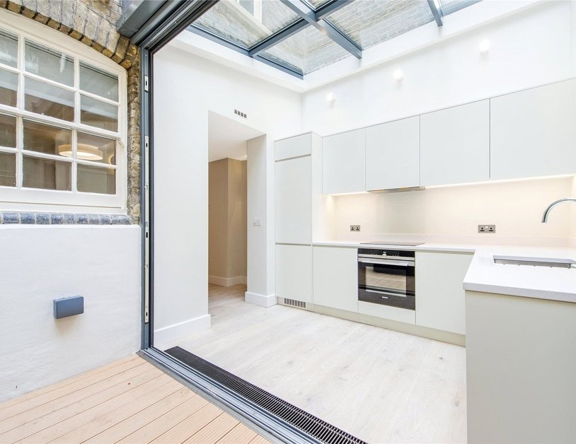 Apartment to rent in Ossington Buildings view9