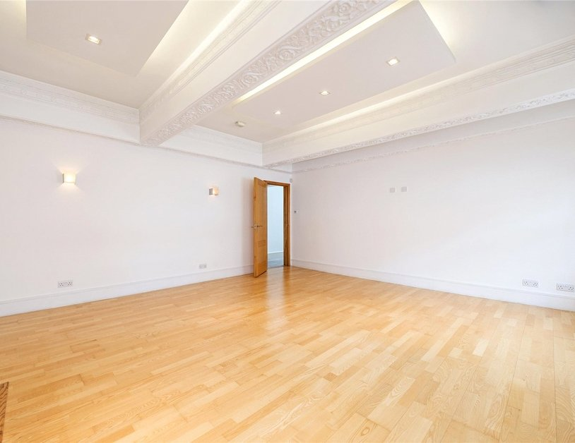 Apartment to rent in Portland Place view9