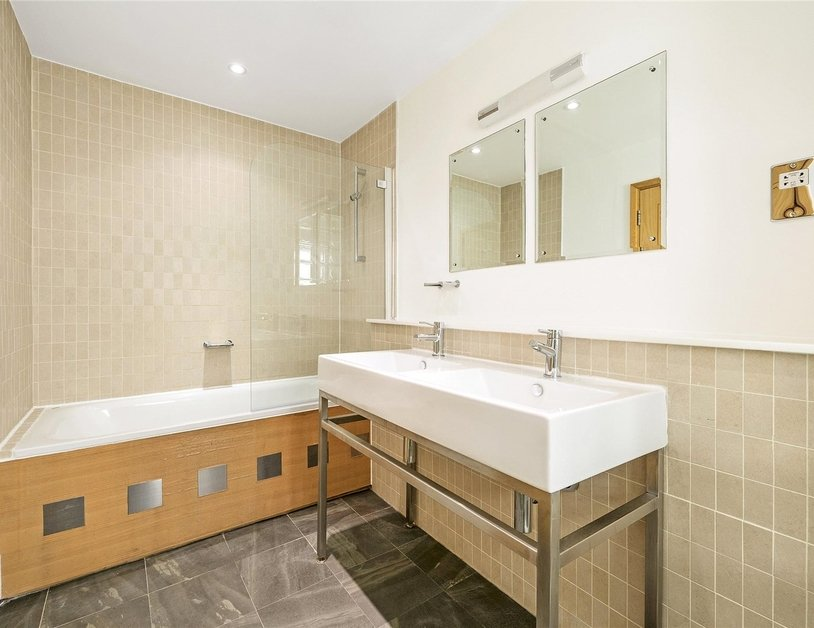 Apartment to rent in Portland Place view4