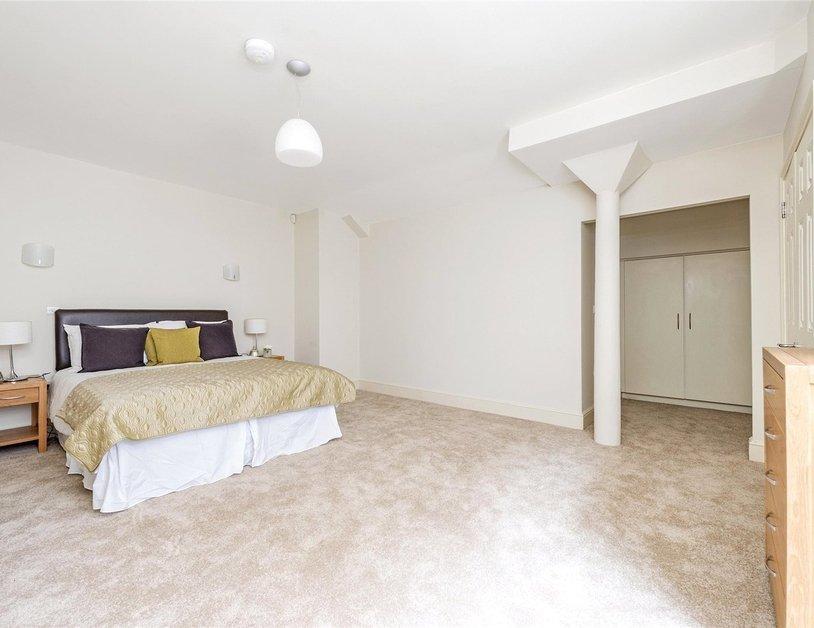 Duplex to rent in Queen Anne Street view3