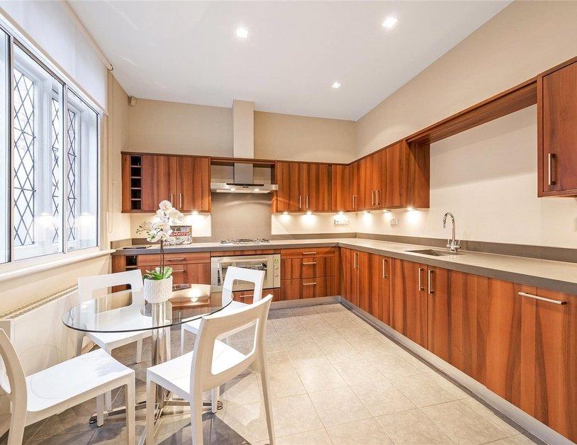 Duplex to rent in Queen Anne Street view2