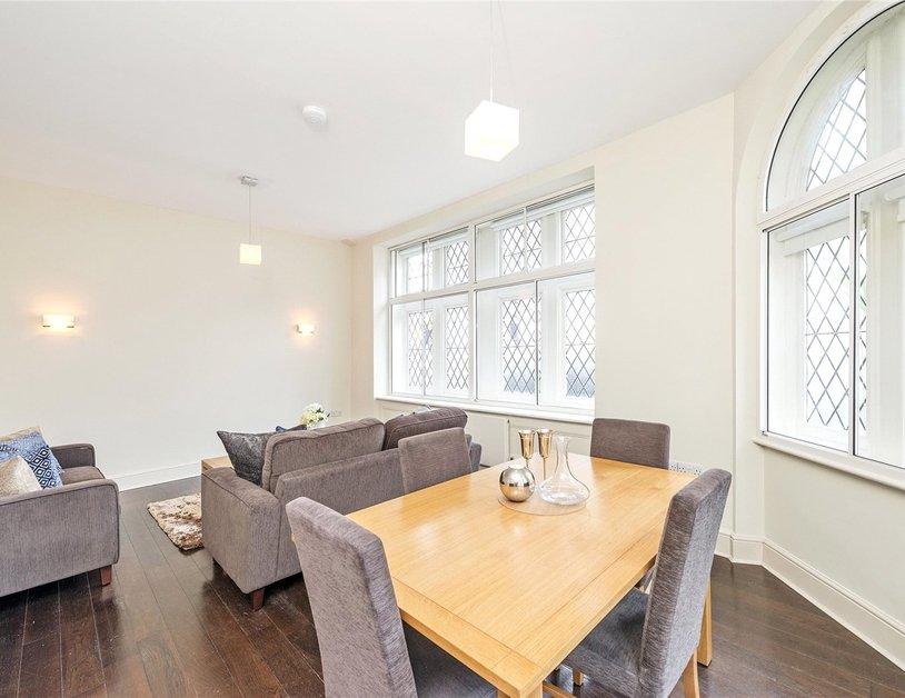 Duplex to rent in Queen Anne Street view8
