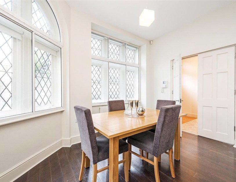 Duplex to rent in Queen Anne Street view9