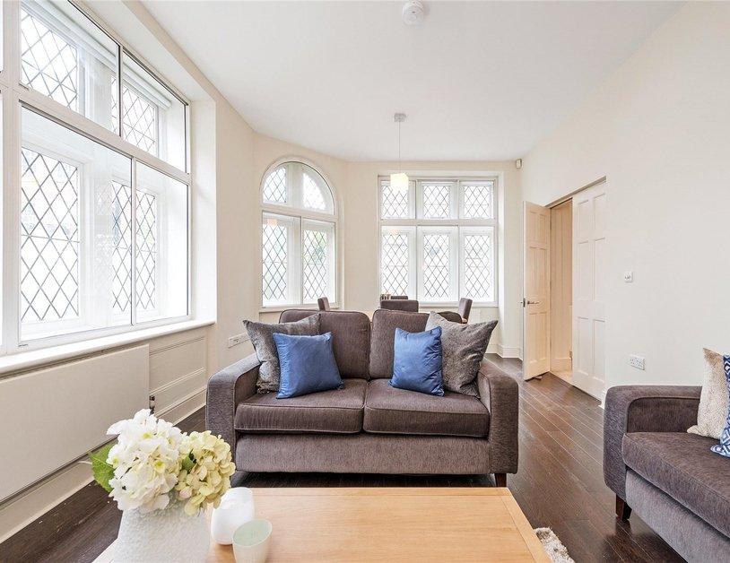 Duplex to rent in Queen Anne Street view1
