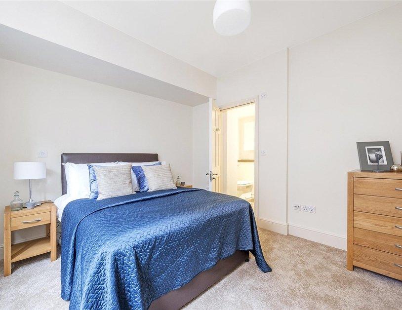 Duplex to rent in Queen Anne Street view12