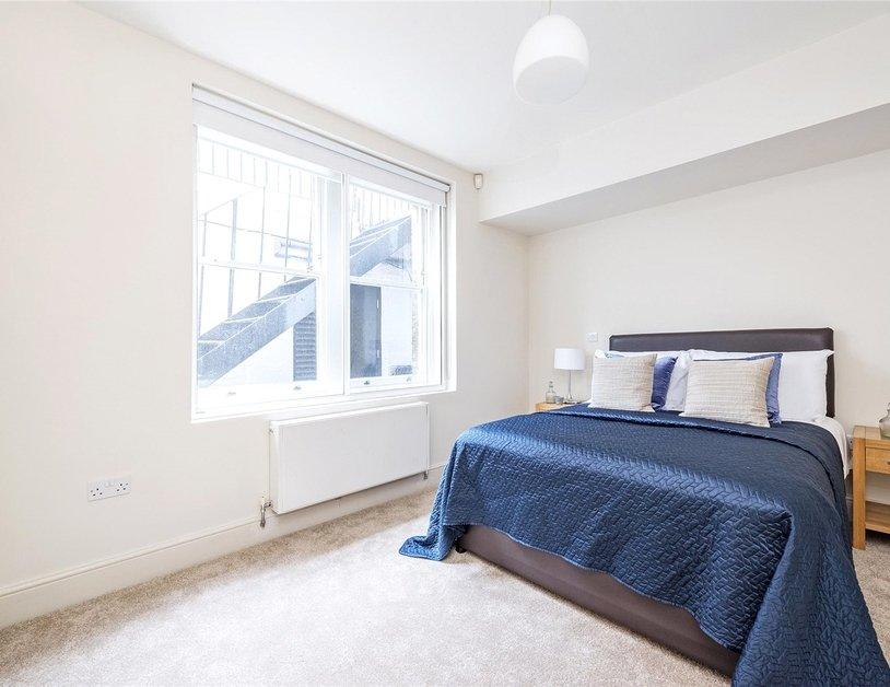 Duplex to rent in Queen Anne Street view13
