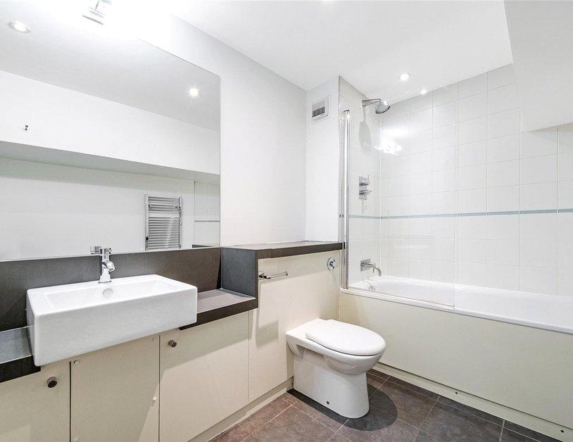 Duplex to rent in Queen Anne Street view4