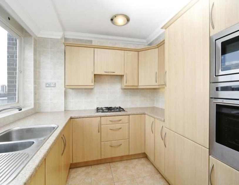 Apartment to rent in St. Johns Wood Road view3