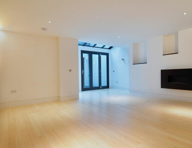 Studio Flat to rent in Weymouth Street view1