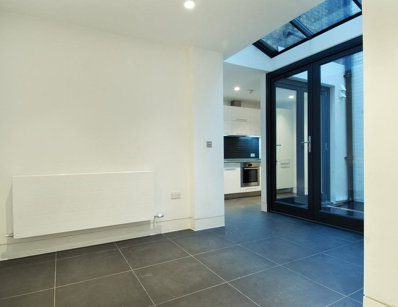 Studio Flat to rent in Weymouth Street view2