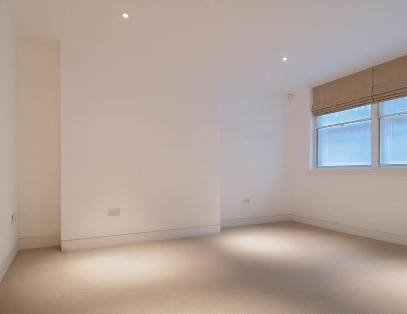 Studio Flat to rent in Weymouth Street view5