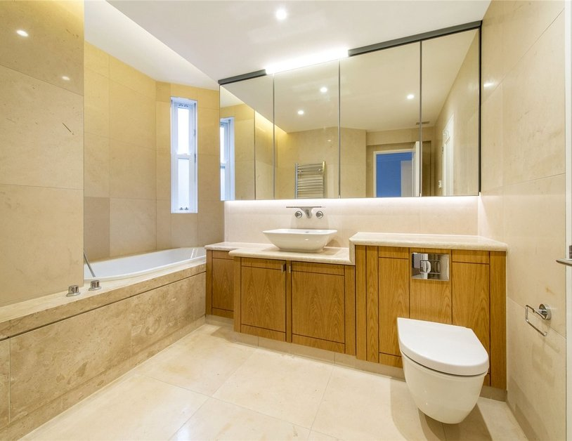 Duplex to rent in Wimpole Street view8