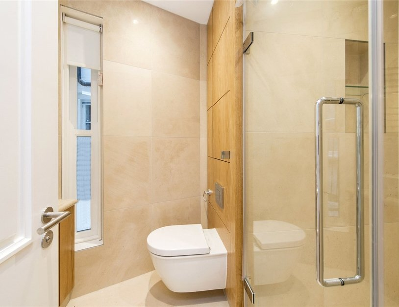 Duplex to rent in Wimpole Street view4