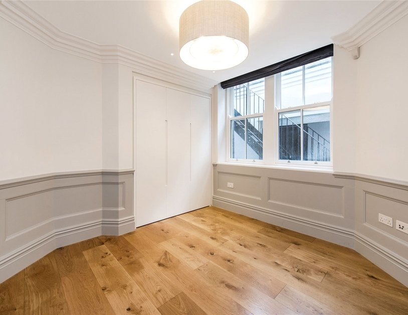 Duplex to rent in Wimpole Street view10