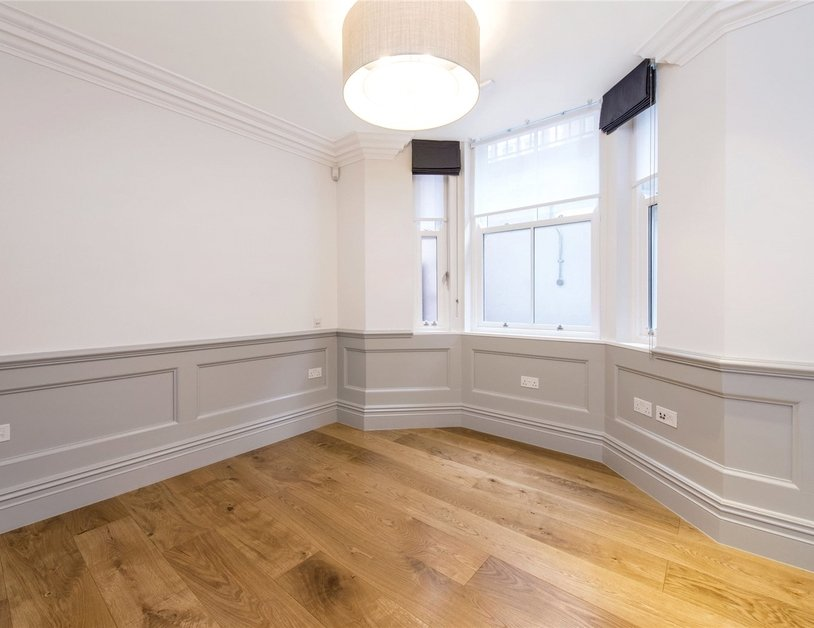 Duplex to rent in Wimpole Street view7
