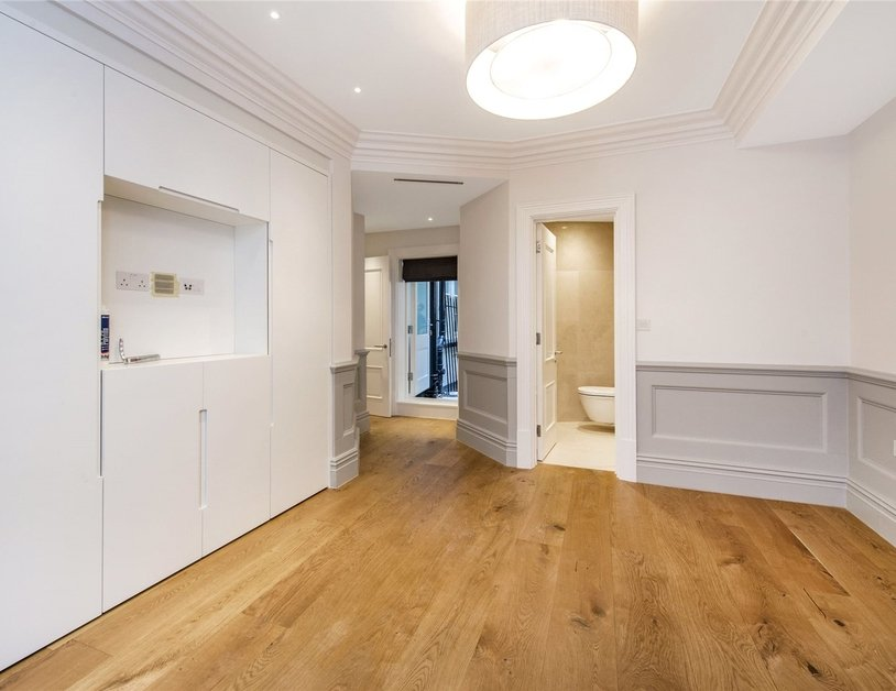 Duplex to rent in Wimpole Street view3