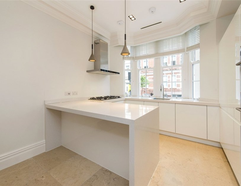 Duplex to rent in Wimpole Street view2