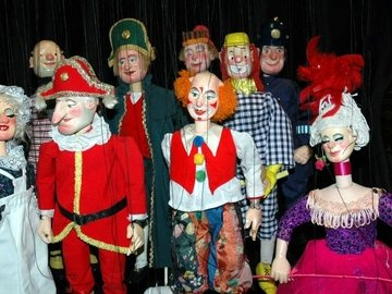 Our neighbourhood paddington live puppet kayandco